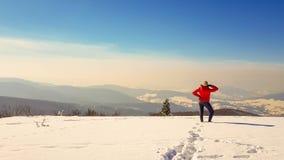 Prendre un bain de soleil en hiver images libres de droits