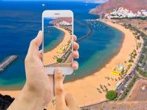 Prendre une photo à la plage des teresitas photo stock