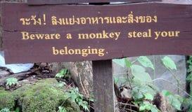 Prenez garde du signe de singe Photographie stock