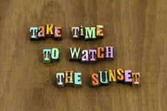 Prenez l'expression d'environnement de nature de lever de soleil de coucher du soleil de montre de temps photos stock