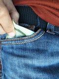 Prenez ou mettez l'argent dans la poche de pantalon Photographie stock