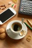 Prenez un café pendant la pause images stock
