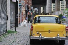 Prennent juste le taxi jaune marié Photographie stock