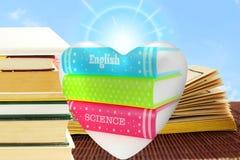 Prenoti il cuore nel fondo dei libri per la mostra dell'amore dei libri Immagine Stock Libera da Diritti