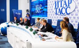 Prensa-conferencia internacional del festival de cine de Moscú Imagen de archivo
