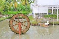 Prensa da turbina no jardim Bom conceito do tratamento da água do ambiente fotografia de stock