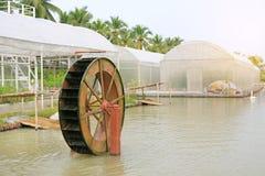 Prensa da turbina no jardim Bom conceito do tratamento da água do ambiente imagens de stock