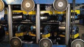 Prensa de batir del tubo del metal almacen de metraje de vídeo