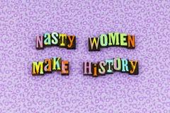 Prensa de copiar orgullosa del feminismo de la historia desagradable de la mujer imagen de archivo libre de regalías