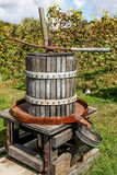 Prensa de vino de madera antigua Foto de archivo libre de regalías