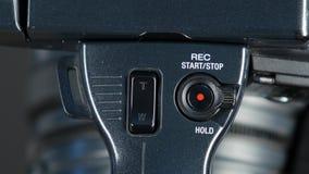 Prensas botón de registro, cierre de la mano para arriba, vista delantera almacen de video