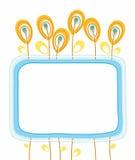 Prentbriefkaar, blauw kader, oranje bloemen, zaden, bessen, witte achtergrond Stock Fotografie