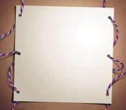 Prentbriefkaar met de gekleurde draad en de geperforeerde pa Stock Afbeeldingen