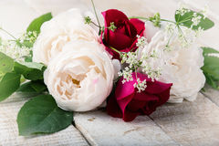Prentbriefkaar met elegante bloemen Stock Afbeeldingen