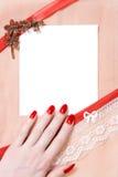 Prentbriefkaar met vrouwenhand stock afbeeldingen