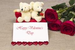 Prentbriefkaar op Valentijnskaartendag met rozen en stuk speelgoed Royalty-vrije Stock Foto's