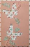 Prentbriefkaar in stijl van het scrapbooking met vlinders op roze bac Royalty-vrije Stock Afbeelding