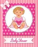 Prentbriefkaar van babydouche met leuk aardig meisje op roze achtergrond Stock Fotografie