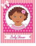 Prentbriefkaar van babydouche met leuk meisje op roze achtergrond Royalty-vrije Stock Afbeeldingen