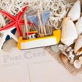 Prentbriefkaar van de reisachtergrond met slokjestuk speelgoed Royalty-vrije Stock Foto