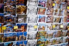 Prentbriefkaaren in een giftwinkel, Florence, Italië stock afbeeldingen
