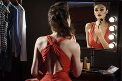 Preoccuparsi di modello femminile attraente dell'aspetto immagine stock libera da diritti
