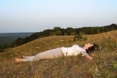 Preoccupazioni della donna per yoga sul tramonto del day.4. Fotografia Stock Libera da Diritti