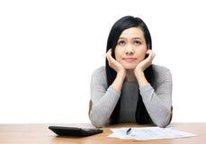 Preocupação da mulher de Ásia sobre a despesa fotografia de stock royalty free