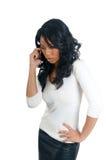 Preocupación de la mujer del afroamericano en el teléfono fotografía de archivo