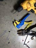 prepairing某事的工具放置在地板 免版税库存图片