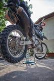 Preparação alta da bicicleta da sujeira de Enduro para a viagem nas montanhas Fotos de Stock