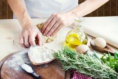 Preparação da massa de pão Fotos de Stock Royalty Free
