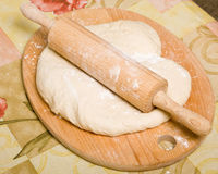Preparação da massa de pão de fermento Imagem de Stock