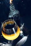 Preparação da poção mágica Bebidas de Dia das Bruxas Fotografia de Stock
