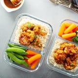 Preparação da refeição do vegetariano com couve-flor do BBQ imagem de stock