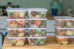 Preparação da refeição Pilha de jantares feitos em casa do assado imagem de stock