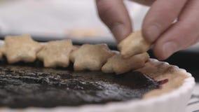 Preparação da torta da morango vídeos de arquivo