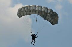 Preparação do campeonato de salto de paraquedas militar do mundo Imagens de Stock