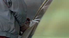 Preparação do carro para pintar e ajustar filme