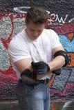 Preparação do homem aos empregos por uma aptidão Fotografia de Stock
