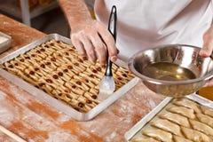 Preparação do turco e do baklava dos doces de Irã Imagens de Stock
