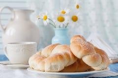 Preparação europeia tradicional do café da manhã Casa e família concentradas Imagem de Stock Royalty Free