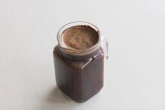 Preparação fria do café da fermentação do grupo pequeno café que embebe na sala Fotografia de Stock