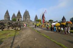 Preparação para a cerimônia do kesanga do tawur no templo de Prambanan fotos de stock royalty free