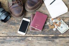 Preparação para o curso, o dinheiro e o passaporte imagem de stock