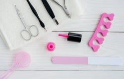 Preparação para o pedicure - ferramentas na opinião de tampo da mesa Imagem de Stock