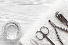 Preparação para o pedicure - ferramentas na opinião de tampo da mesa fotografia de stock royalty free