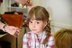 Preparação para a sessão fotográfica das crianças fotografia de stock royalty free