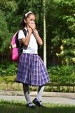 Preparação quieta Filipina Person With Notebooks imagens de stock