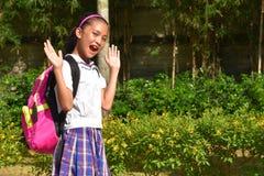 Preparação surpreendida Filipina Person Wearing School Uniform com cadernos fotografia de stock royalty free
